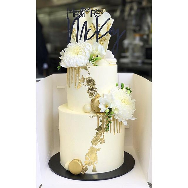 Smooth and sharp • Two tier wedding cake • Top tier_ Red velvet and vanilla bean cream cheese, Botto