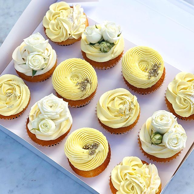 Pretty little lemon cupcakes 🍋