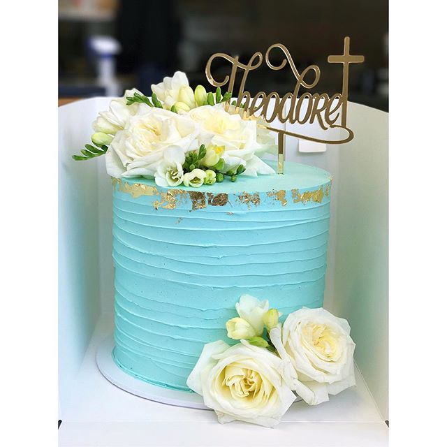 Christening cake • Red velvet layered with vanilla bean cream cheese • Cake topper by _cookiecakedes
