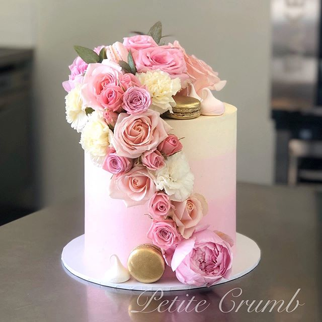 Floral cascade 🌸🌷filled with Lindt whi
