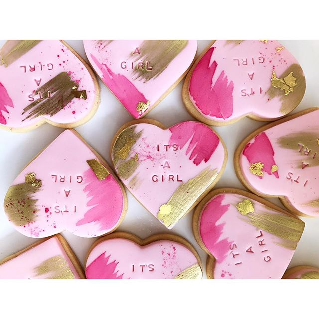 Personalised imprint sugar cookies for a baby shower over the weekend ❤️_._._._._._