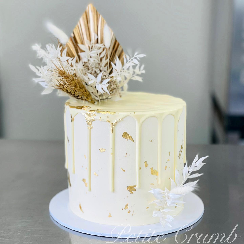 Preserved flower drip cake