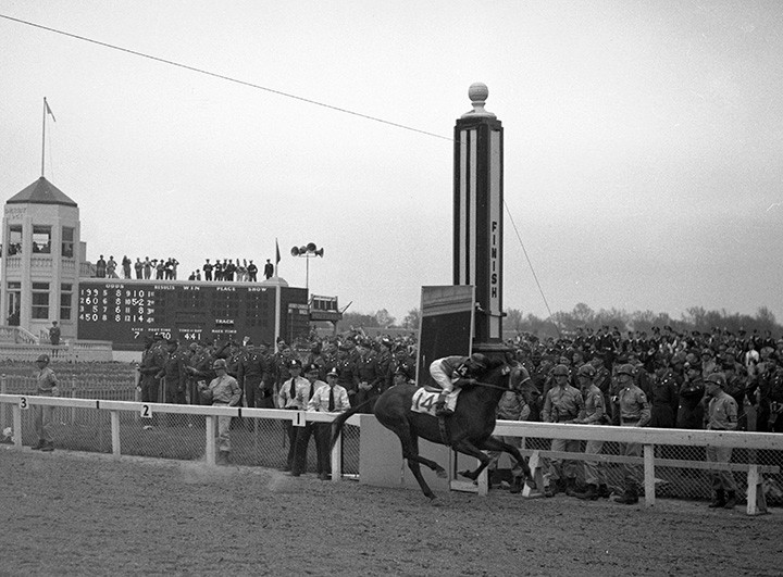 Count Turf winning '51 Kentucky Derby. Count Fleet, Reigh Count