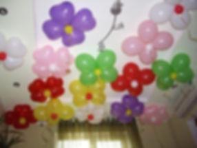 Цветы под потолок из гелиевых шаров
