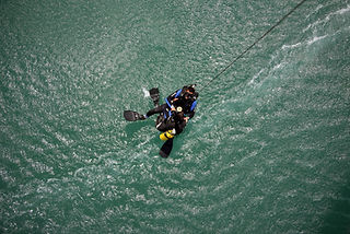 A picture of a 669 IDF unit rescuing a diver in sea