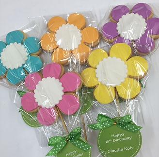 Flower cookie pop.jpg