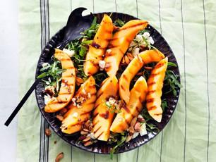 BBQ-salade met gegrilde meloen, amandelen en feta