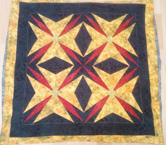 """Els coixins de la Mari! Ha provat diferents tècniques de patchwork, un fet amb """"paper piecing&q"""