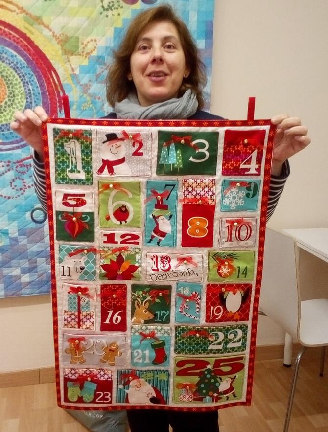 Mireu que cofoia està la Maite amb el seu Calendari d'Advent acabat! T'ha quedat molt bé!,#L