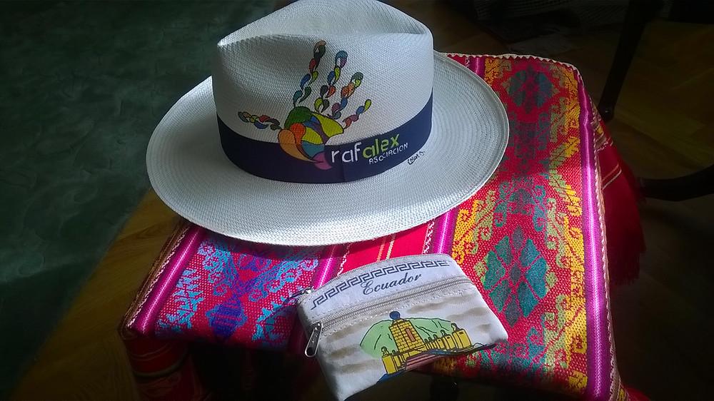 Sombrero de Paja Toquilla tejido por artesanas azuayas para MAKI FairTrade, pintado a mano por artista cuencano.
