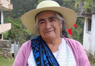 Hilda Cambisaca es tejedora de Sombreros de Paja Toquilla (Panama Hats) y socia de MAKI FairTrade. Vive en Principal, Chordeleg, Azuay, Ecuador.