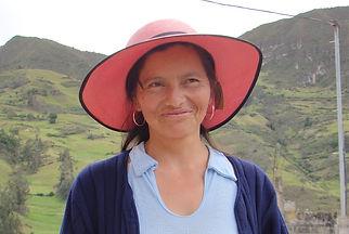 Carmen Rosalía Cambisaca Peláez es tejedora de Sombreros de Paja Toquilla (Panama Hats) y socia de MAKI FairTrade. Vive en Principal, Chordeleg, Azuay, Ecuador.