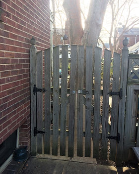 Gate Pulling Away From House.JPG