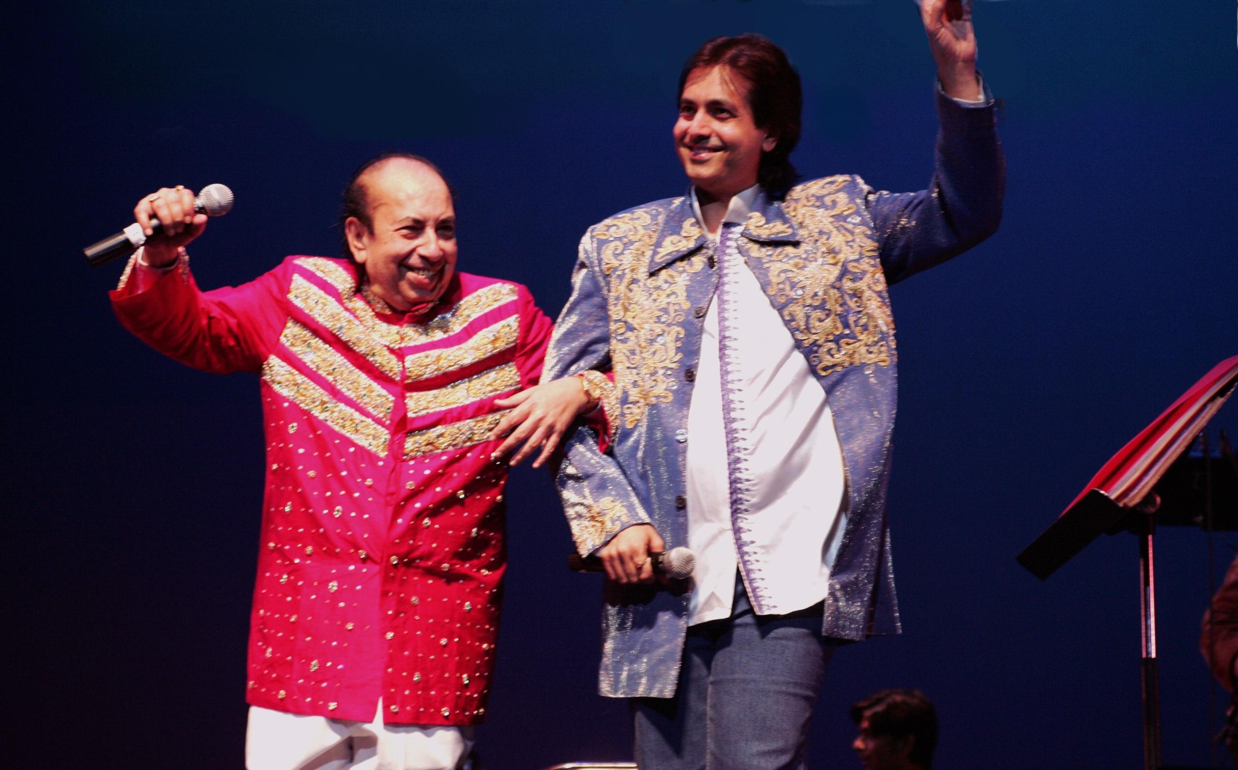 Ruhan sings 'Rangde basanti chola' with Father in San Francisco