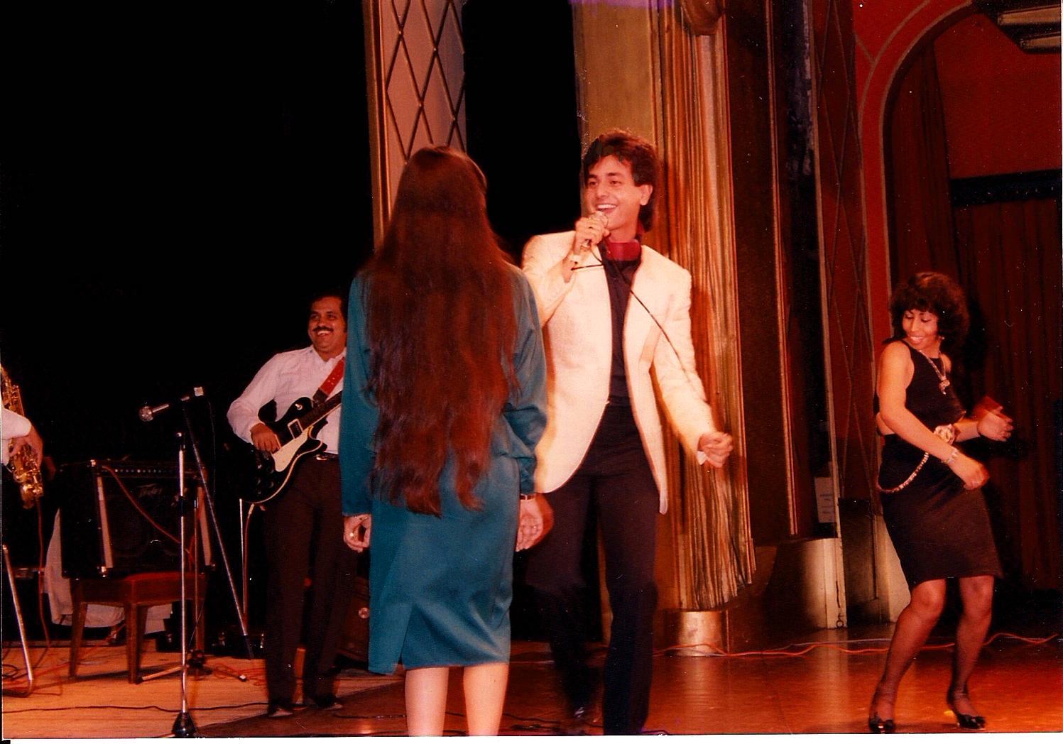 Ruhan making young girls dance