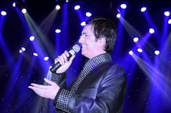 Ruhan performing live in London