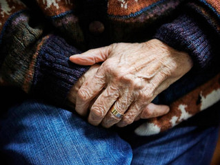 What Are the Signs Your Aging Parents Need Help?