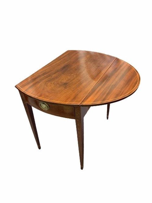 Federal mahogany Hepplewhite Pembroke table