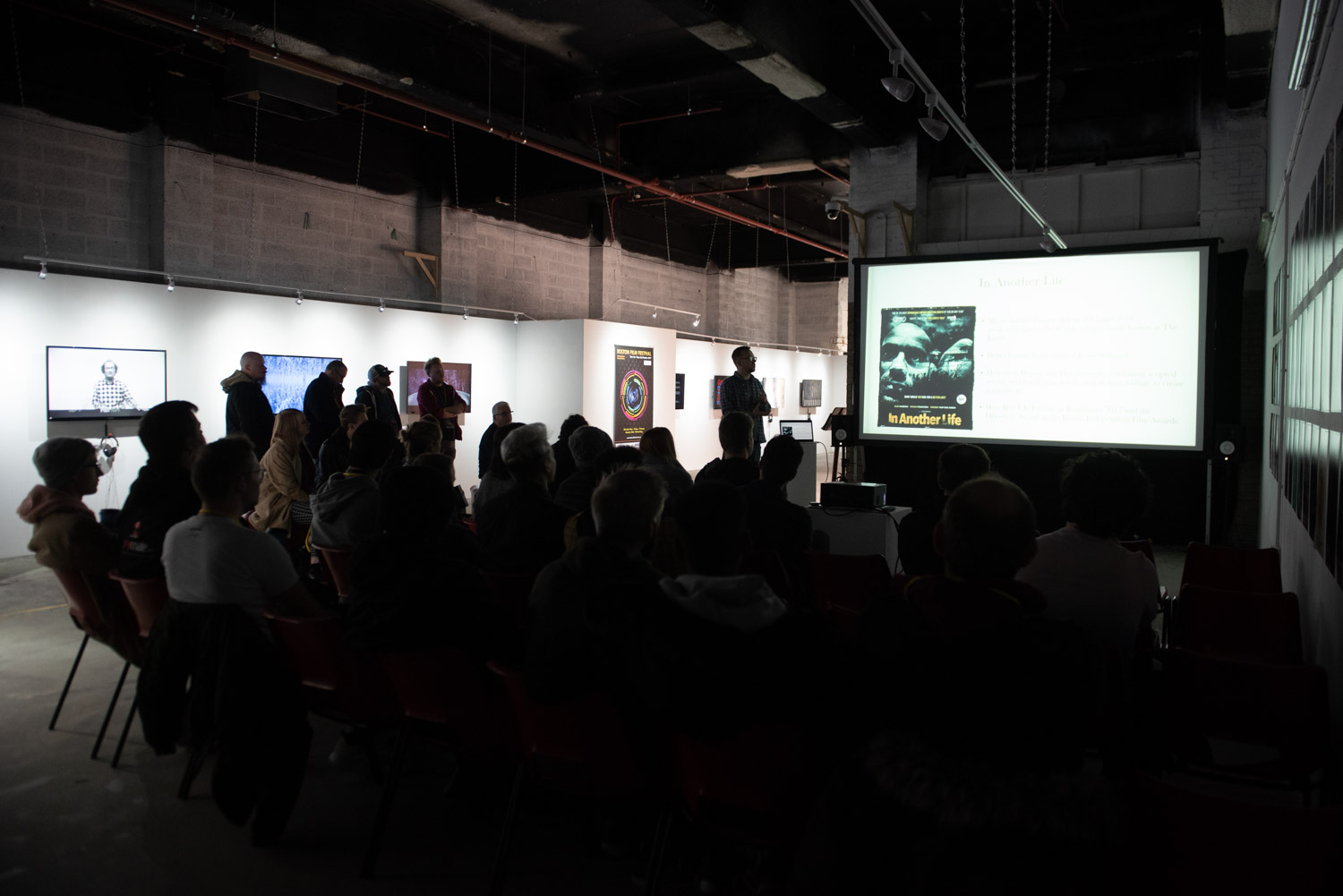 A talk in the Neo Artists Gallery