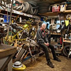 Kim Scholer har en passion for Nimbus motorcykler. Han er her fotograferet i værkstedet på Frederiksberg hvor motorcyklerne bliver samlet og repareret.