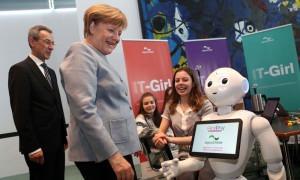 ソフトバンクとAIで提携、Skymindが描く「介護ロボット」の未来