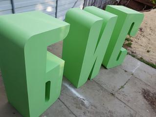 Большие и широкие буквы из пенопласта на станке A10-L