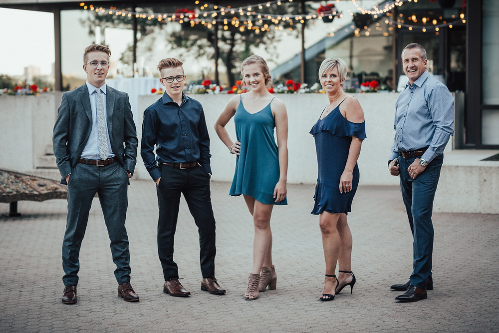 lloydminster grad photographer, lloydminster grad photography, lloydminster grad, sarah thorpe photography, sarah thorpe grad photography