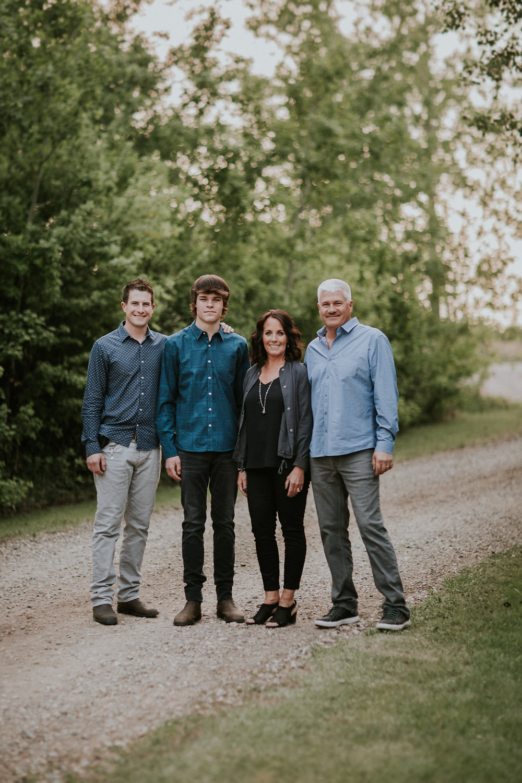 LLOYDMINSTER FAMILY PHOTOGRAPHER, TURTLEFORD PHOTOGRAPHER