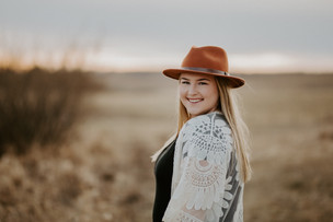 MADDY |  LLOYDMINSTER, AB  | PORTRAIT PHOTOGRAPHY SESSION