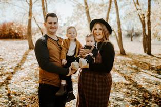 THE ARNOLD FAMILY | LLOYDMINSTER FAMILY PHOTOGRAPHER