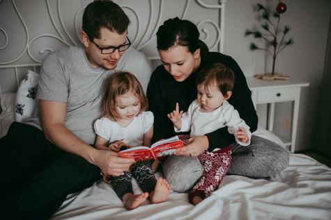 THE KAPPEL FAMILY   LLOYDMINSTER PHOTOGRAPHER   IN HOME SESSION