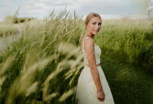 LLOYDMINSTER GRADUATION PHOTOGRAPHER   HANNAH