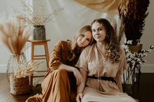 AT HOME STYLED PORTRAIT SHOOT | ALLY AND LEXI | LLOYDMINSTER