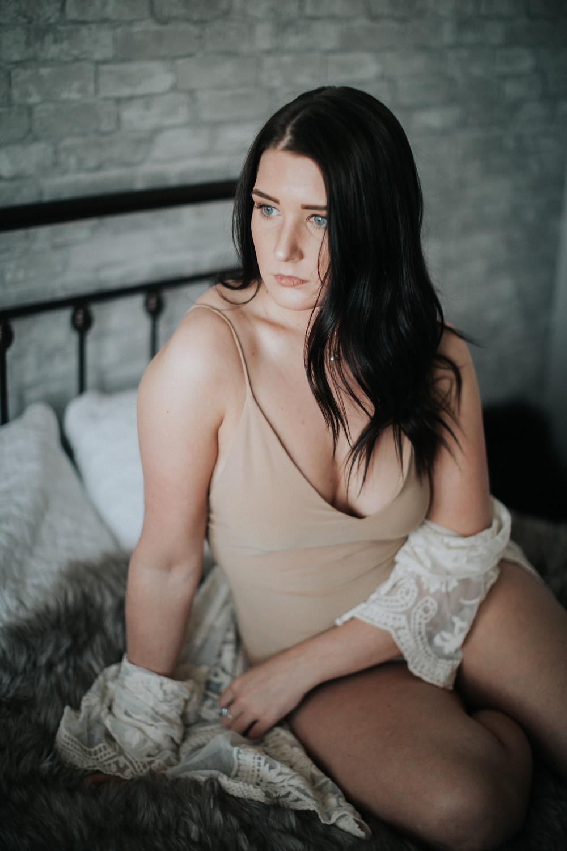 lloydminster boudoir session, lloydminster boudoir photographer, lloydminster boudoir photos, sarah thorpe photography, sarah thorpe photography boudoir