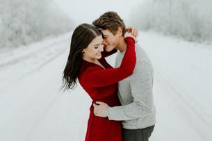 FROSTY WINTER COUPLES SESSION | LLOYDMINSTER PHOTOGRAPHER