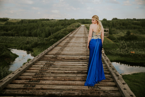 LLOYDMINSTER GRAD PHOTOGRAPHER | MADELINE DELL