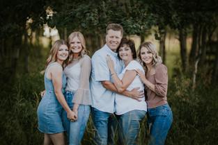 THE THORPE FAMILY | LLOYDMINSTER FAMILY PHOTOGRAPHER