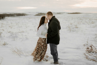 MIKE AND TAYLOR   LLOYDMINSTER COUPLES PHOTOGRAPHER