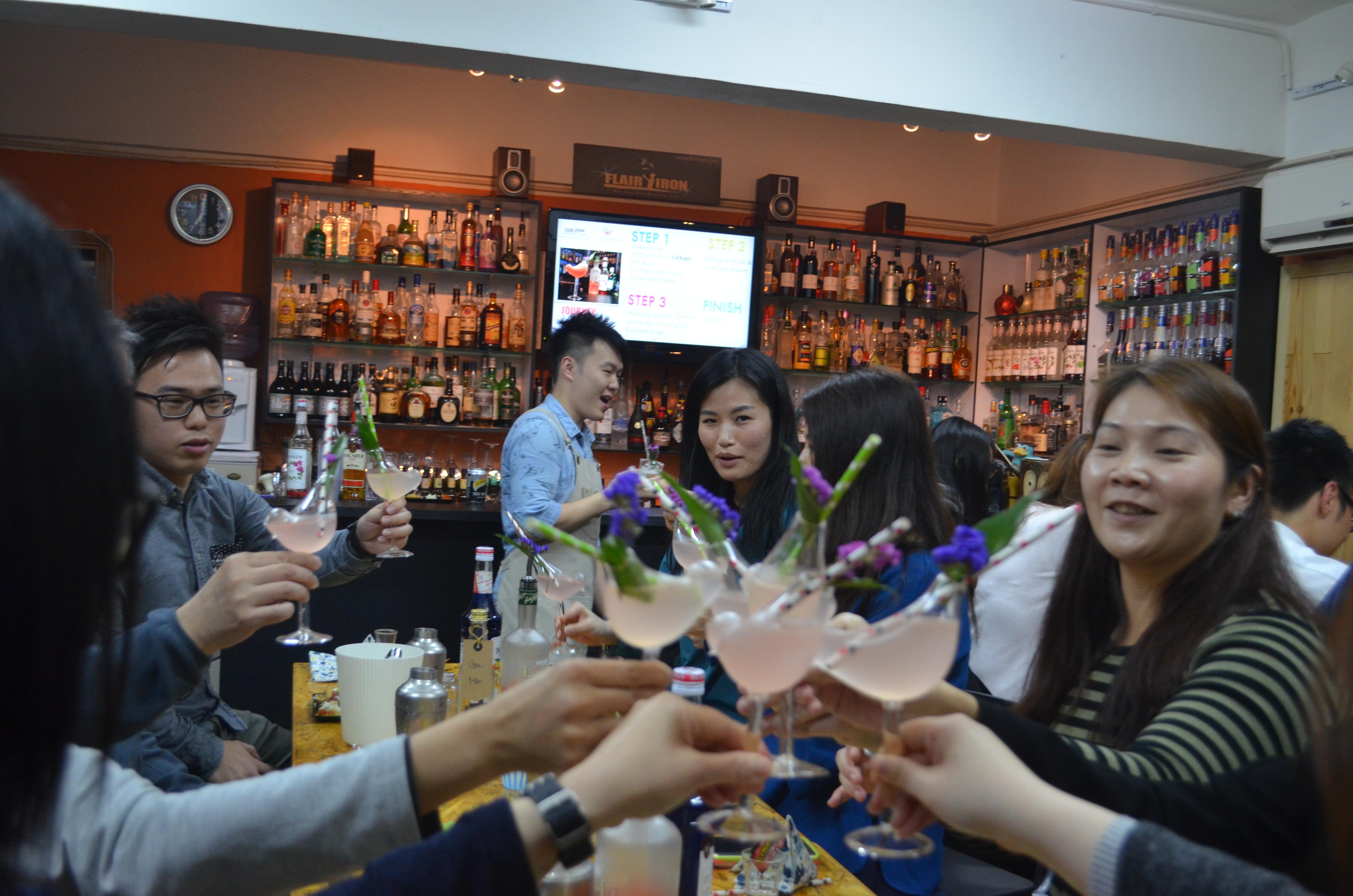 Team building cocktail workshop