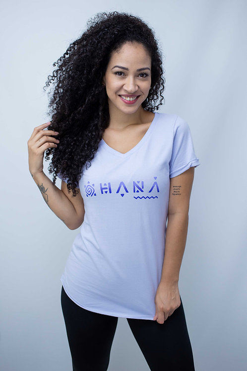 "Camiseta Feminina OHANA Gola em ""V"" Lilás Natural"