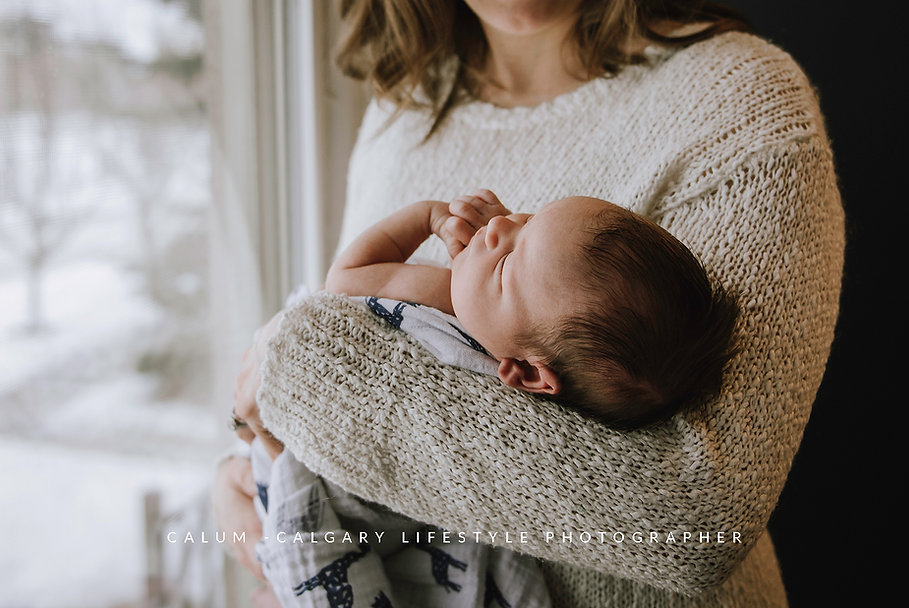 Calgary-Lifestyle-Newborn-Photographer.j