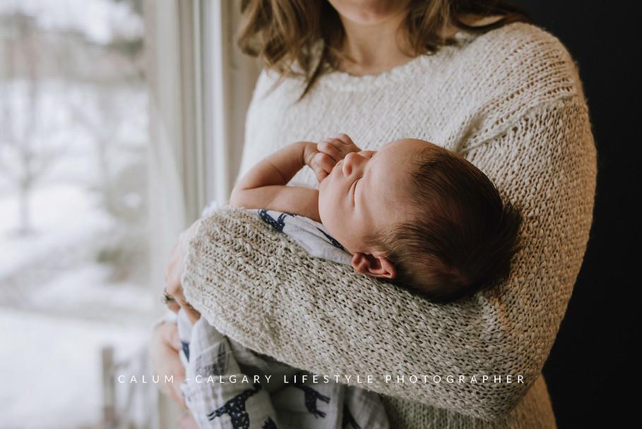 Calgary-Lifestyle-Newborn-Photographer.j