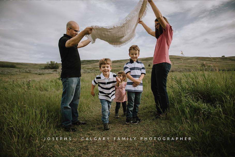 CALGARY-FAMILY-PHOTOGRAPHER,-JOSEPHS.jpg