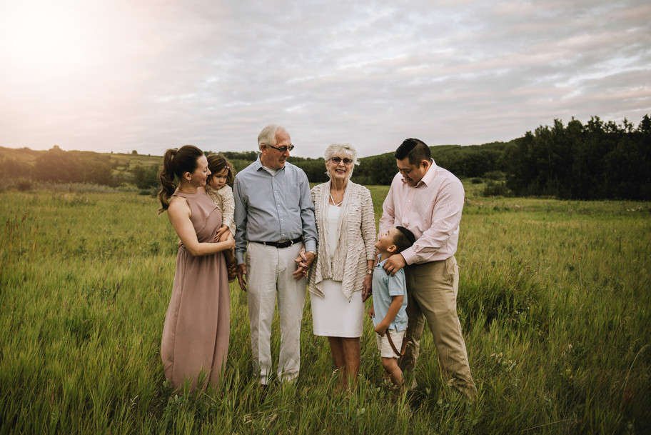 Calgary Extended Family Photographer