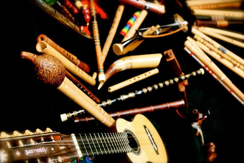 Charango_y_flautas_étnicas
