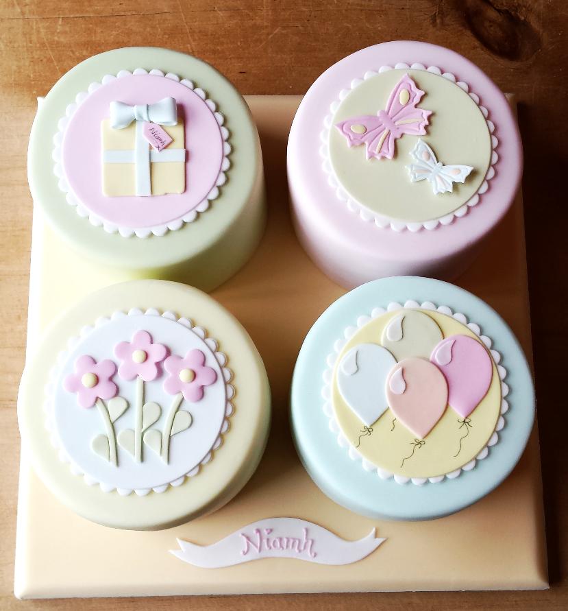 4 Mini Cakes