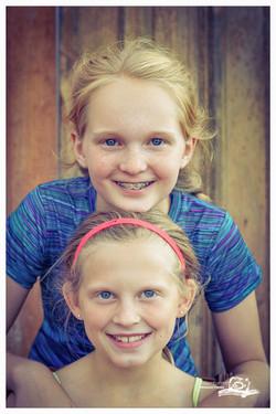 sisters, spontaneous portraits