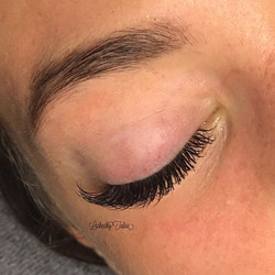 Ahh, nothing more satisfying than a perfect lash line🙌🏻✨ my client flauntin' the fluff after her l