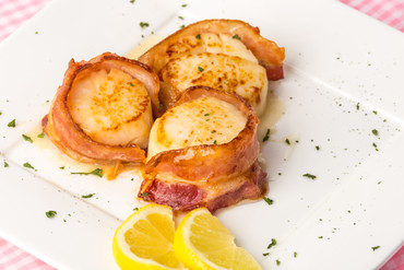 Scallops and Bacon Skewers