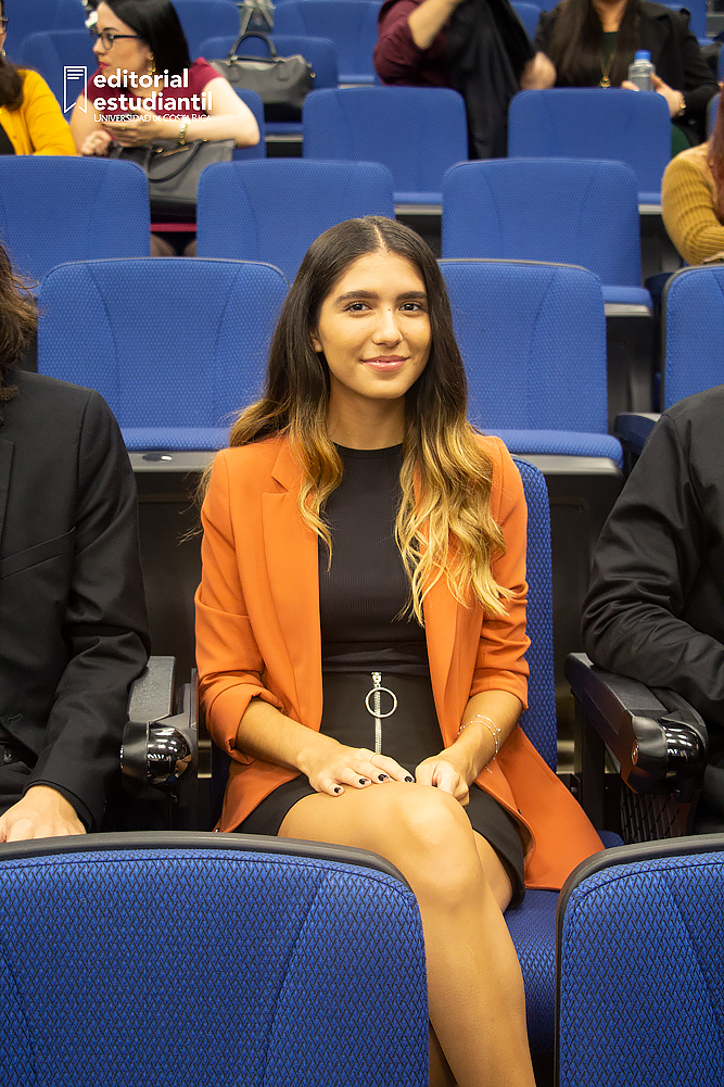 En la fotografía se retrata a la representante ante el consejo universitario, Paula Jiménez Fonseca.